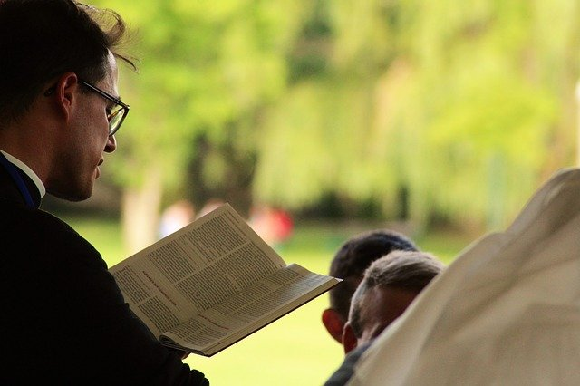 Christian burial speeches can occur at the gravesite or in a church